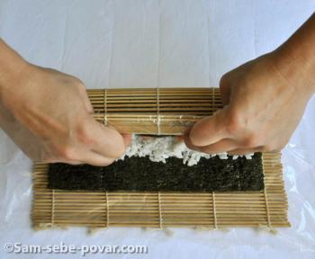 Заворачивание суши.