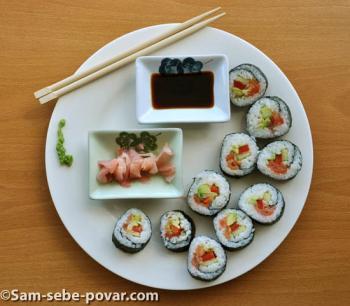 Готовые суши.